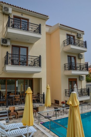 ApartHotel Anthena
